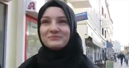 دختران غیرمسلمان آلمانی حجاب به سر کردند و به میان مردم رفتند
