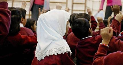 اتریش حجاب در مدارس ابتدایی را ممنوع می کند، با کلاه یهودیت کاری ندارد