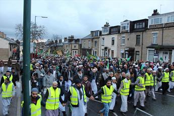 هزاران مسلمان در راهپیمایی میلاد نبی اکرم (ص) در بردفورد حضور یافتند + تصاویر