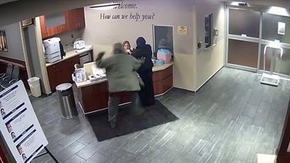 عامل حمله به زن مسلمان در میشیگان در کمترین زمان از زندان آزاد شد + ویدئو