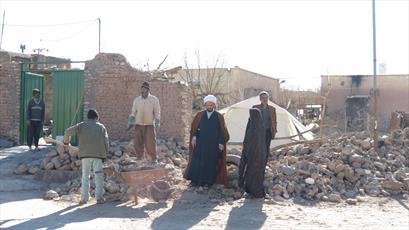 روحانیونی که با گذشت یک سال از زلزله  هجدک و کوهبنان مردم را تنها نگذاشته اند