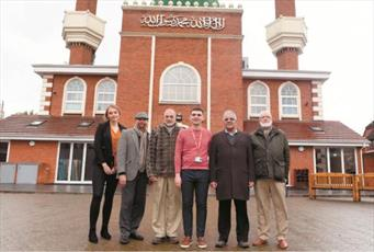 مسلمانان مسجدی در روستای انگلیسی ۵ هزار یورو به خیریه کمک کردند