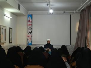 تبیین اندیشه های امام خمینی (ره)  و رهبری وظیفه روحانیت است