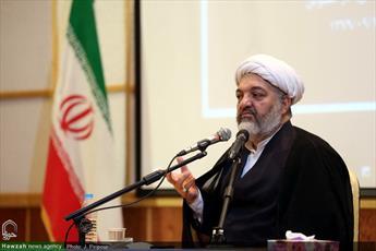 راه نجات، بازگشت به مبانی انقلاب اسلامی است/ برخی به دلیل ضعف مبانی عقیدتی دچار کسالت شتاب زدگی شده اند