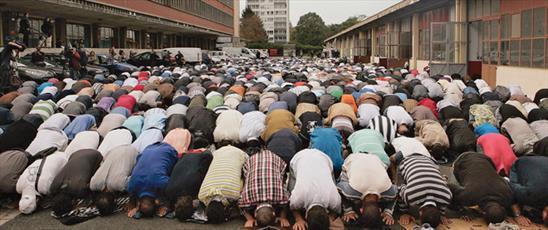 جمعی از نمایندگان مجلس سنای فرانسه خواستار توجه دولت به مسئله نماز در ادارات شدند