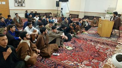 نخستین نشست علمی کانون ادبیات مدرسه امام خمینی(ره) خوی  برگزار شد