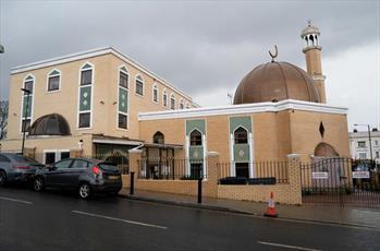 یک توسعه دهنده املاک در لندن تصویر مسجد را از عکس های بازاریابی حذف کرد
