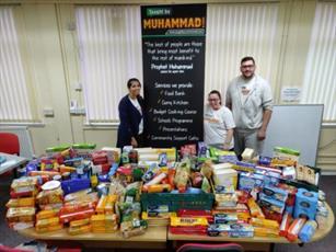 بیش از ۲۰۰ کیلو مواد غذایی خیریه در مساجد شهر اسکاتلندی جمع آوری شد