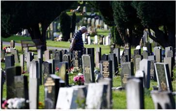 شکایت مرد مسلمان از شورای شهر انگلیسی به خاطر قبر پدرش