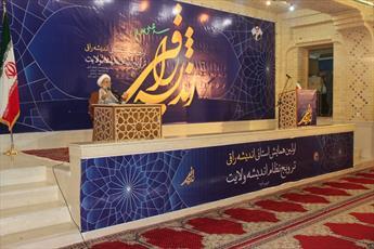 معرفی اندیشه های امام(ره) و رهبری به جوانان  وظیفه روحانیت است