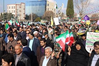 مردم ایلام در حمایت از مواضع رهبر انقلاب راهپیمایی می کنند
