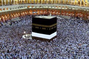 عالمی که در طواف  کعبه به زیارت حضرت زینب(س) دعوت شد