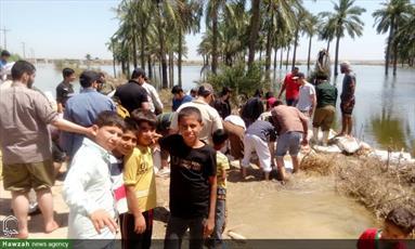 تصاویر شما/ کمک رسانی جمعی از طلاب جهادی تهران در روستای شاکریه سوسنگرد