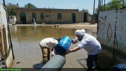 تصاویر شما/ خدمت رسانی  امام جمعه صائین قلعه استان زنجان به سیل زدگان خوزستان