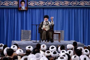 فیلم کامل بیانات رهبر انقلاب در  دیدار جمعی از طلاب و روحانیون