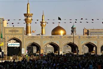 زائران حرم رضوی در سوگ و ماتم شهادت شمس الشموس(ع) نشستند