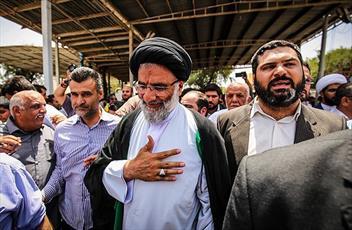 پاسخ امام جمعه اهواز به درخواست مردم برای استخدام فرزندانشان در ادارات دولتی