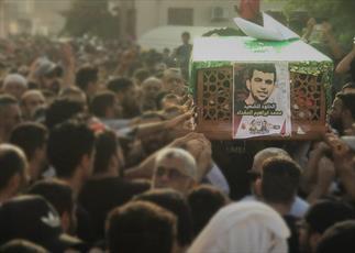 مردم بحرین در مراسم تشییع شهید محمد المقداد شرکت کردند+ تصاویر