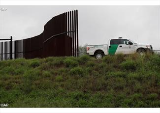 همکاری در ساختن دیوار مرزی خیانت به کشور محسوب میشود