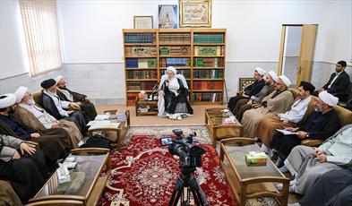 حضرت آیت الله مکارم شیرازی در دیدار با رئیس موسسه آینده روشن
