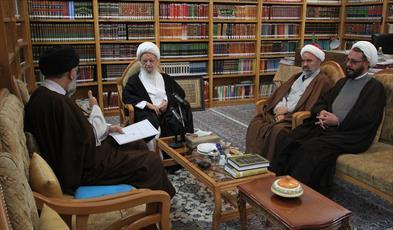 حضرت آیت الله مکارم شیرازی در دیدار رئیس و هیأت رئیسه مجمع نمایندگان طلاب و فضلای حوزه علمیه قم