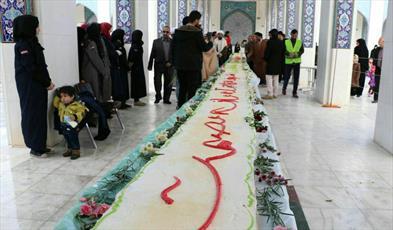 رونمایی از کیک ۶۹ متری در حرم حضرت زینب