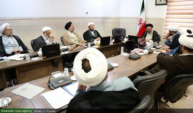 تصاویر/ نشست کمیته تخصصی مذاهب در مرکز ارتباطات و بین الملل حوزه های علمیه