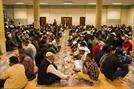 صدها مسجد در سرتاسر بریتانیا سفرههای افطاری میان ادیانی میاندازند
