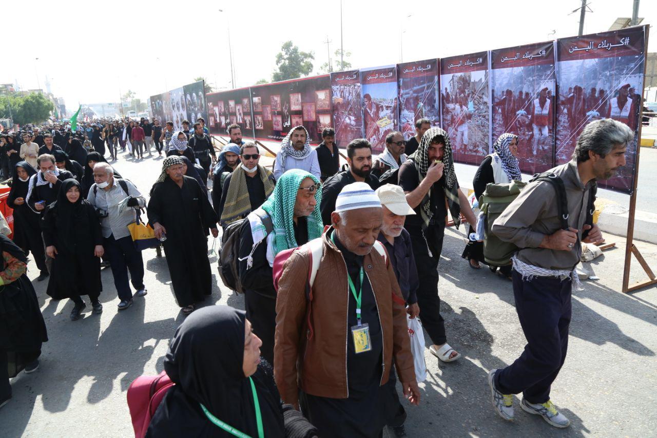 بازدید زائران اربعین از نمایشگاه جنایت های عربستان در یمن